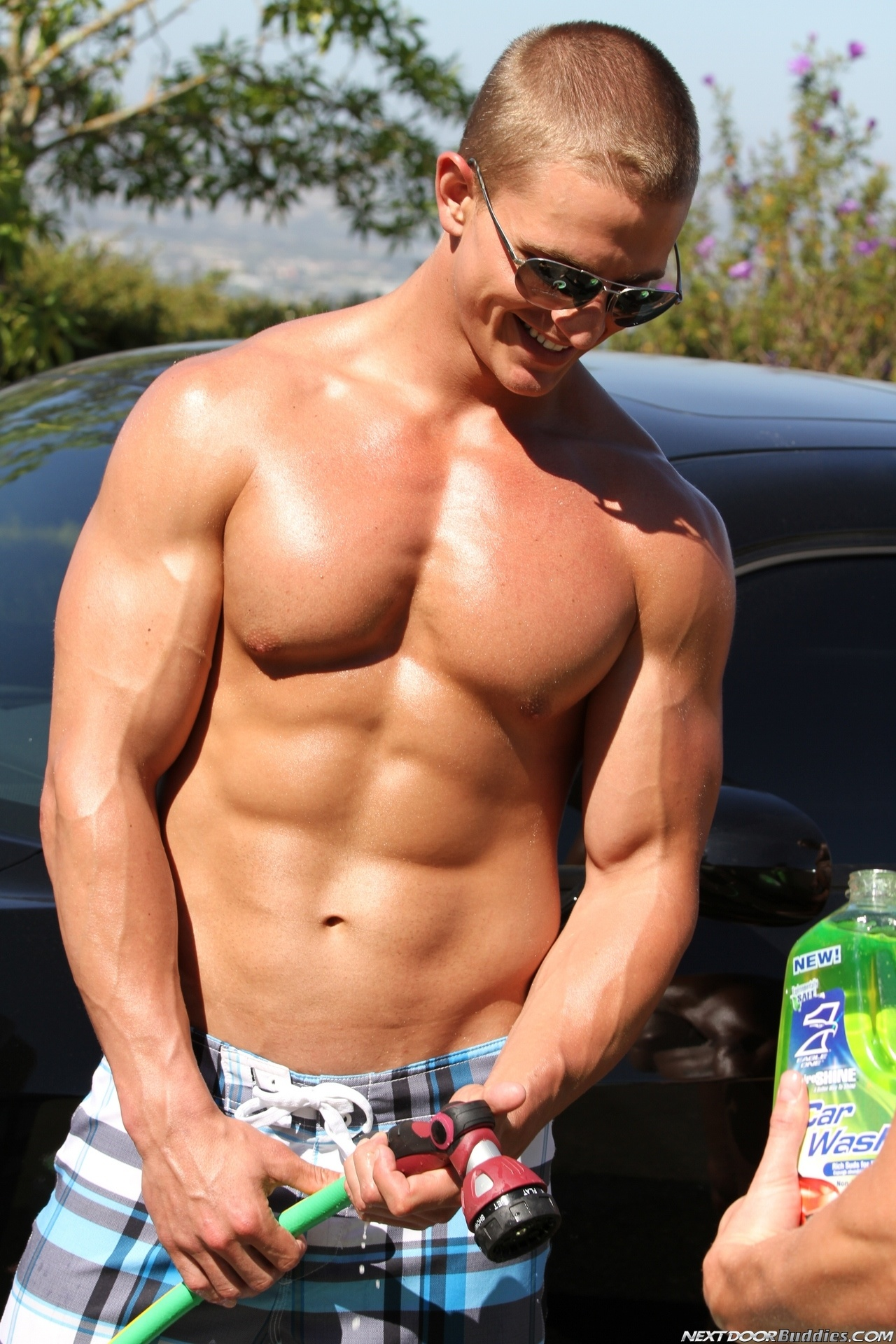 Marcus-Mojo-Brody-Wilder-Johnny-Torque-Rod-Daily-Donny-Wright-washing-a-car-in-Suds-Studs-Next-Door-Studios-17