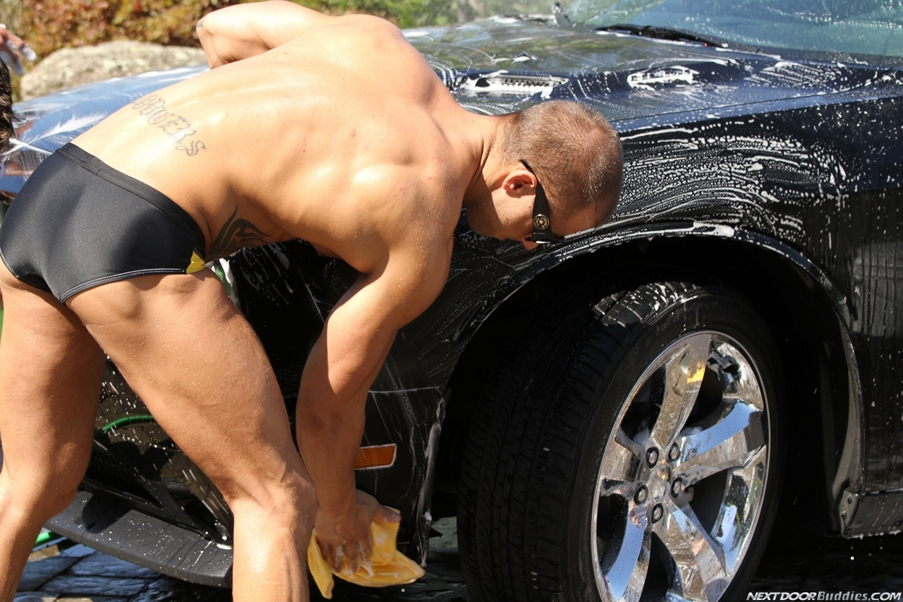 Marcus-Mojo-Brody-Wilder-Johnny-Torque-Rod-Daily-Donny-Wright-washing-a-car-in-Suds-Studs-Next-Door-Studios-21