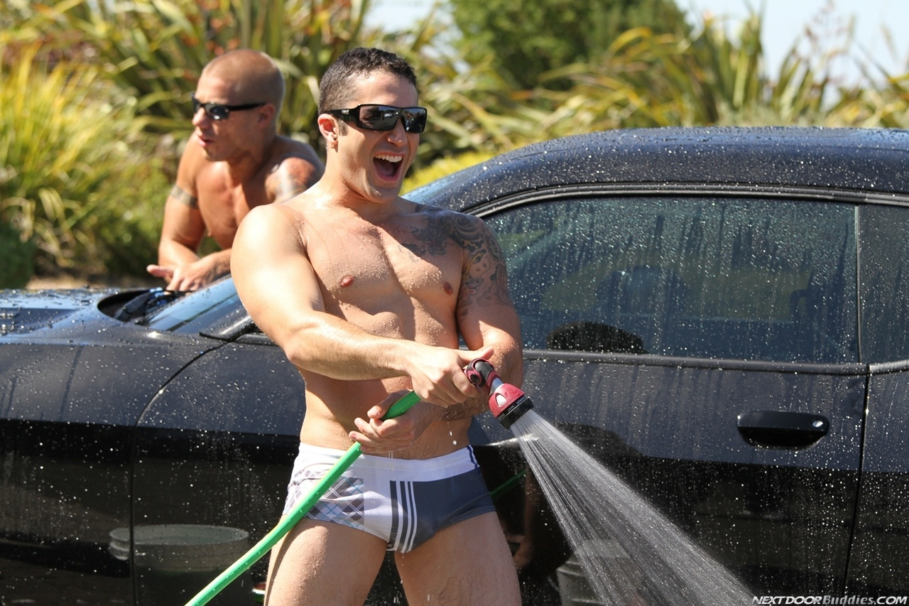 Marcus-Mojo-Brody-Wilder-Johnny-Torque-Rod-Daily-Donny-Wright-washing-a-car-in-Suds-Studs-Next-Door-Studios-24
