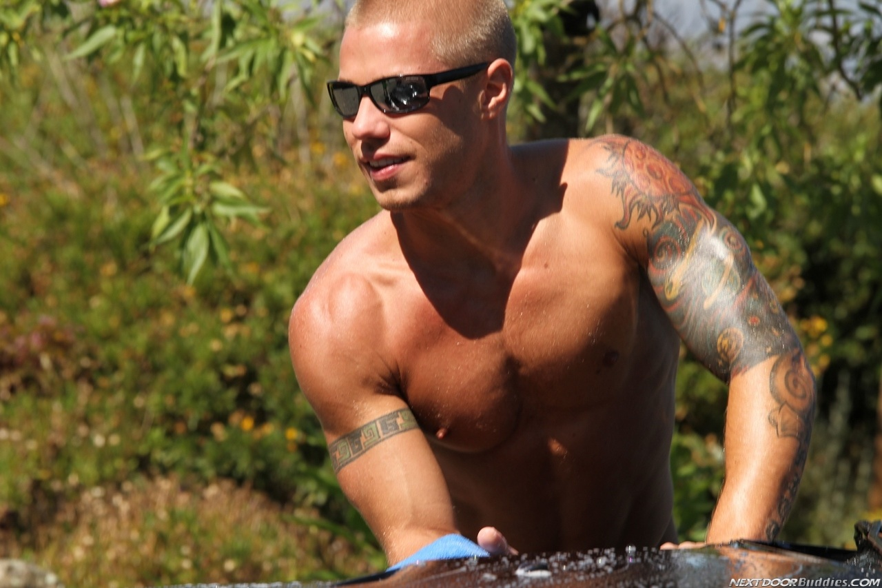 Marcus-Mojo-Brody-Wilder-Johnny-Torque-Rod-Daily-Donny-Wright-washing-a-car-in-Suds-Studs-Next-Door-Studios-25
