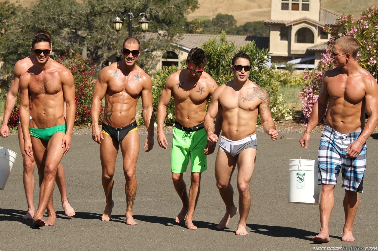 Marcus-Mojo-Brody-Wilder-Johnny-Torque-Rod-Daily-Donny-Wright-washing-a-car-in-Suds-Studs-Next-Door-Studios-3