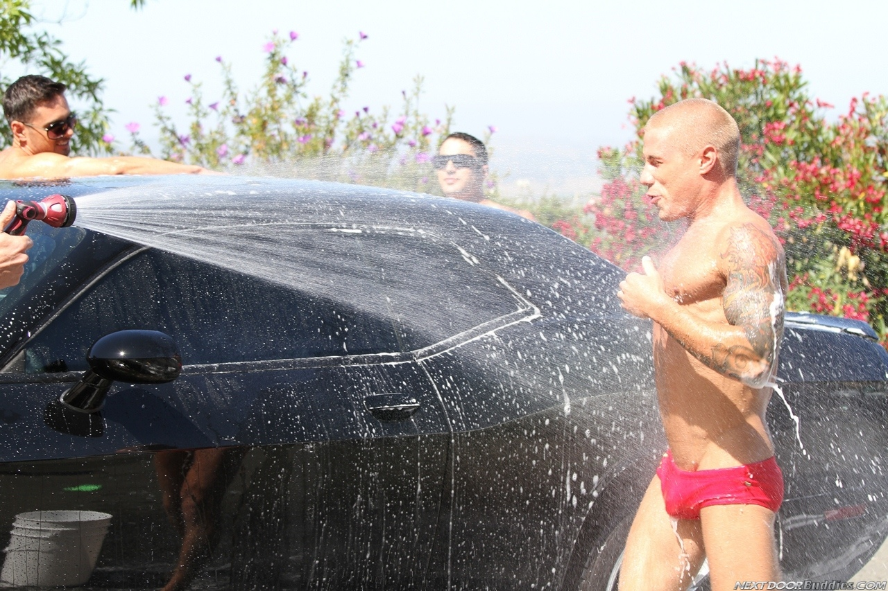Marcus-Mojo-Brody-Wilder-Johnny-Torque-Rod-Daily-Donny-Wright-washing-a-car-in-Suds-Studs-Next-Door-Studios-31