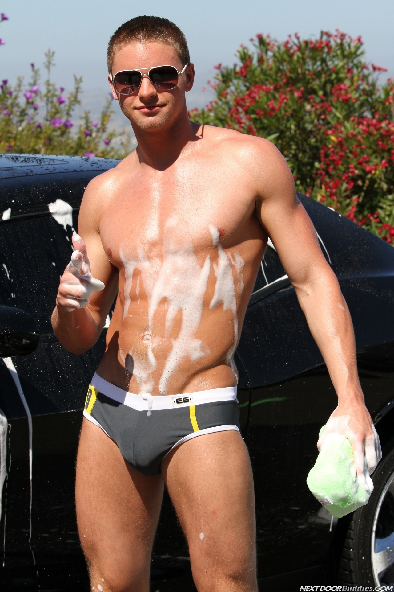 Marcus-Mojo-Brody-Wilder-Johnny-Torque-Rod-Daily-Donny-Wright-washing-a-car-in-Suds-Studs-Next-Door-Studios-32
