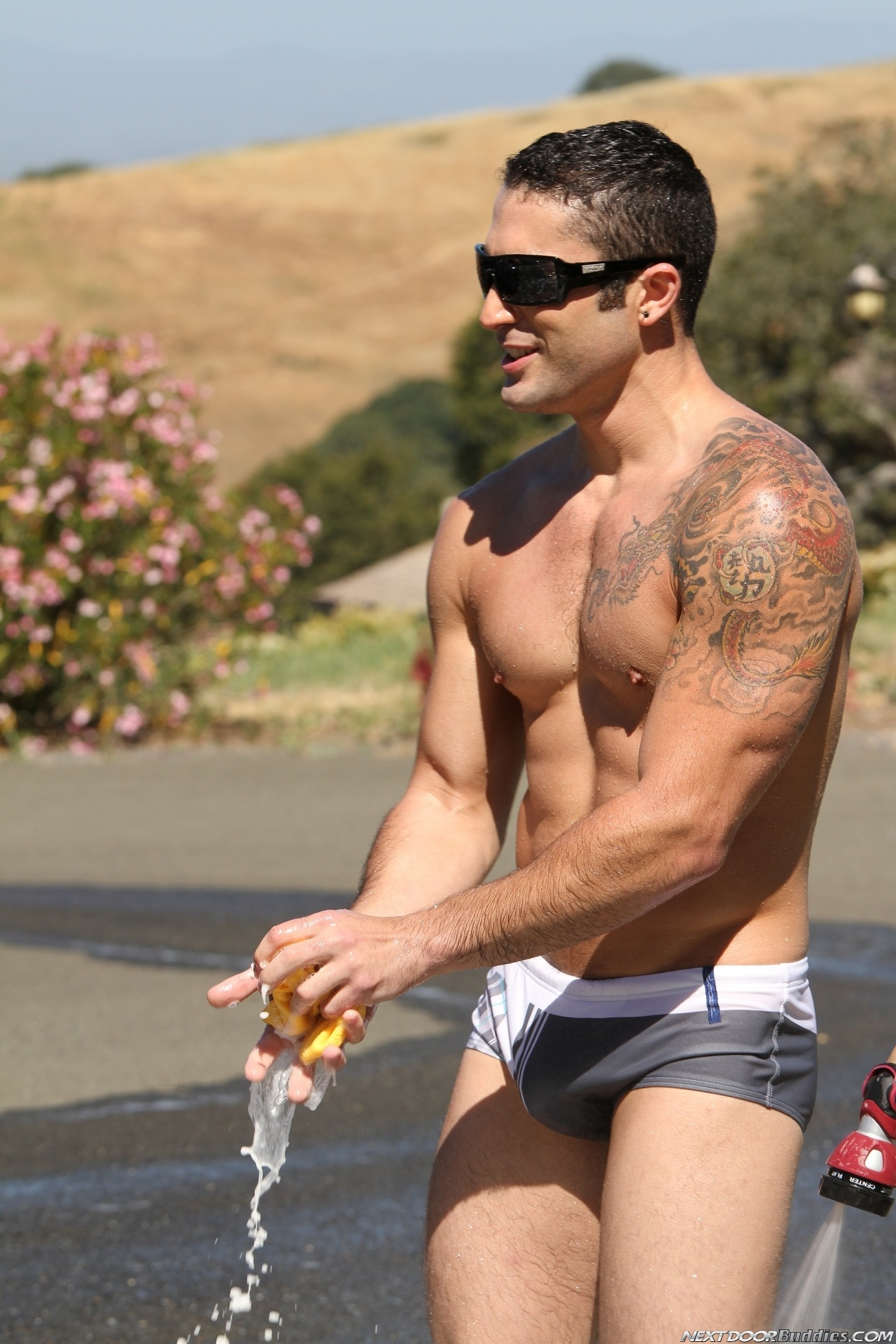 Marcus-Mojo-Brody-Wilder-Johnny-Torque-Rod-Daily-Donny-Wright-washing-a-car-in-Suds-Studs-Next-Door-Studios-36