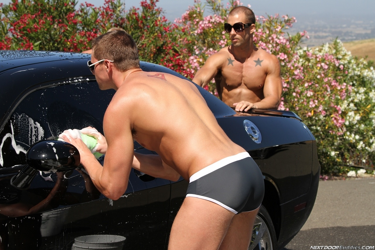 Marcus-Mojo-Brody-Wilder-Johnny-Torque-Rod-Daily-Donny-Wright-washing-a-car-in-Suds-Studs-Next-Door-Studios-39