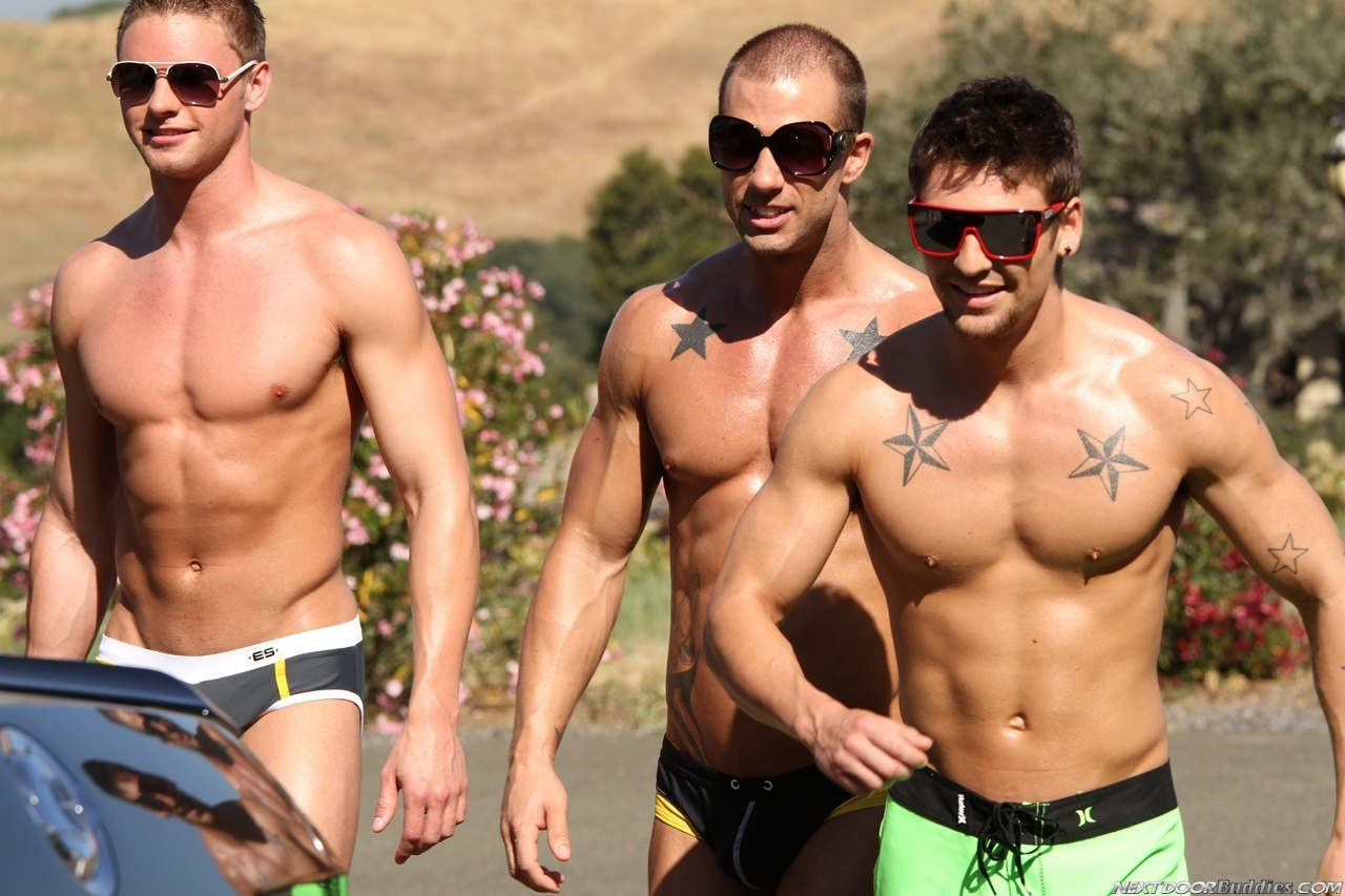Marcus-Mojo-Brody-Wilder-Johnny-Torque-Rod-Daily-Donny-Wright-washing-a-car-in-Suds-Studs-Next-Door-Studios-4