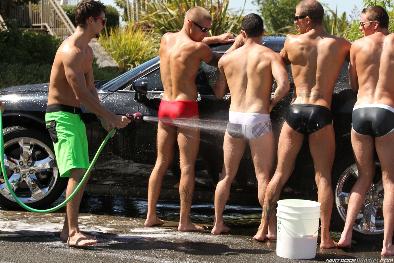 Marcus-Mojo-Brody-Wilder-Johnny-Torque-Rod-Daily-Donny-Wright-washing-a-car-in-Suds-Studs-Next-Door-Studios-54