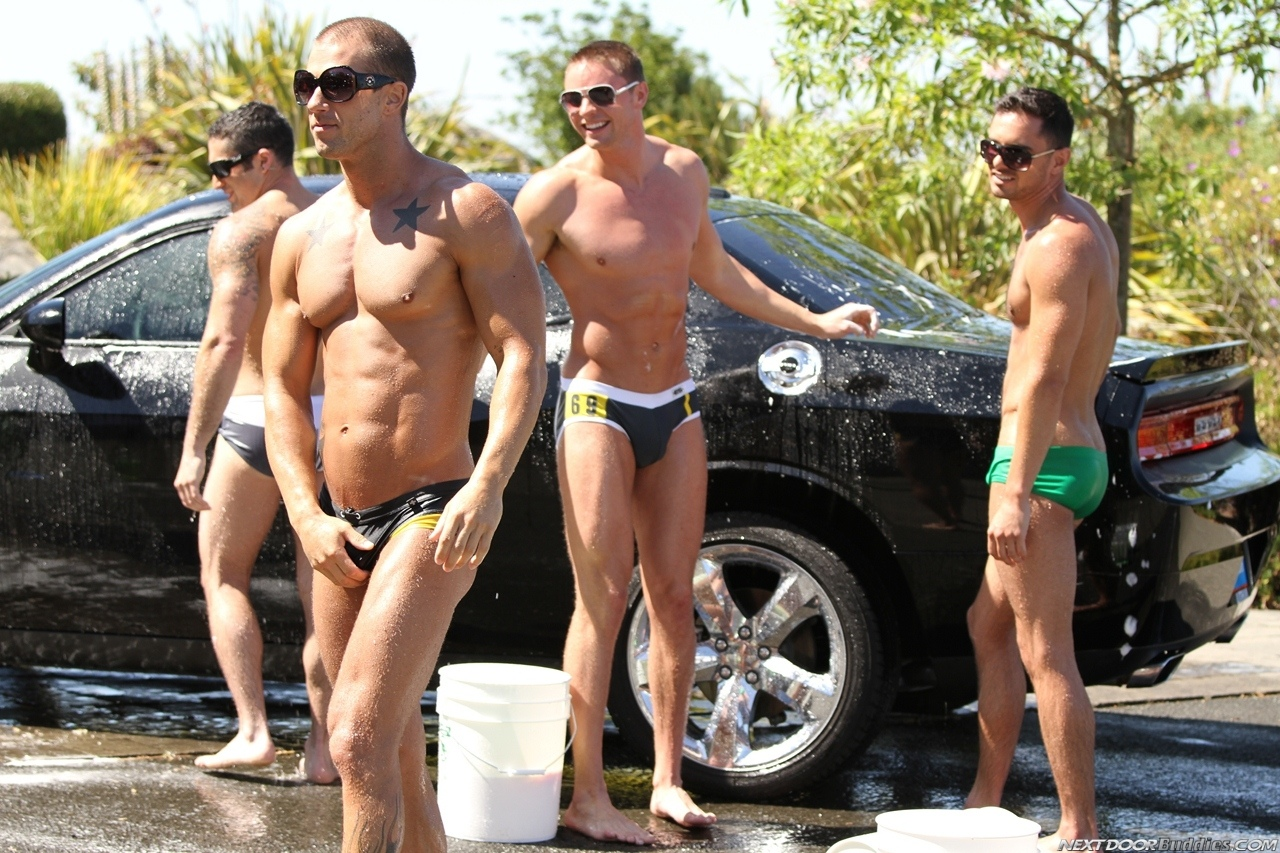 Marcus-Mojo-Brody-Wilder-Johnny-Torque-Rod-Daily-Donny-Wright-washing-a-car-in-Suds-Studs-Next-Door-Studios-56