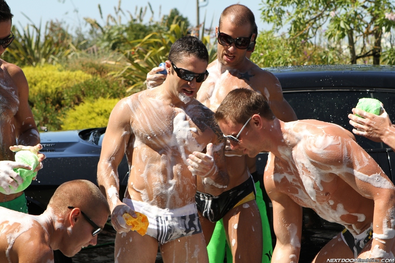 Marcus-Mojo-Brody-Wilder-Johnny-Torque-Rod-Daily-Donny-Wright-washing-a-car-in-Suds-Studs-Next-Door-Studios-59