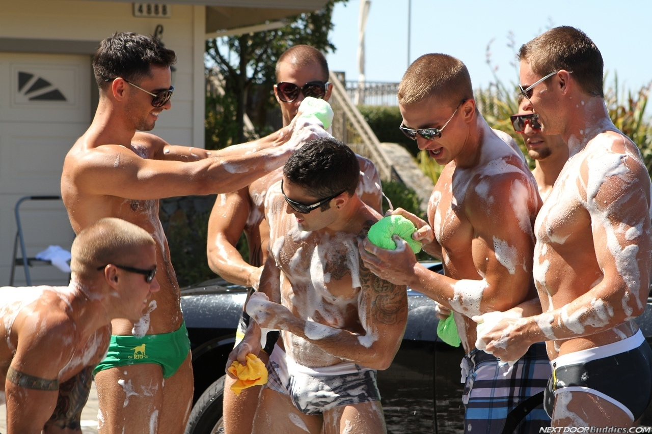 Marcus-Mojo-Brody-Wilder-Johnny-Torque-Rod-Daily-Donny-Wright-washing-a-car-in-Suds-Studs-Next-Door-Studios-60
