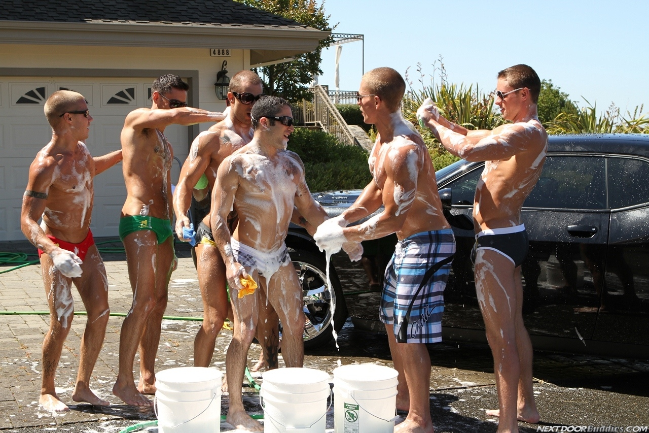 Marcus-Mojo-Brody-Wilder-Johnny-Torque-Rod-Daily-Donny-Wright-washing-a-car-in-Suds-Studs-Next-Door-Studios-61