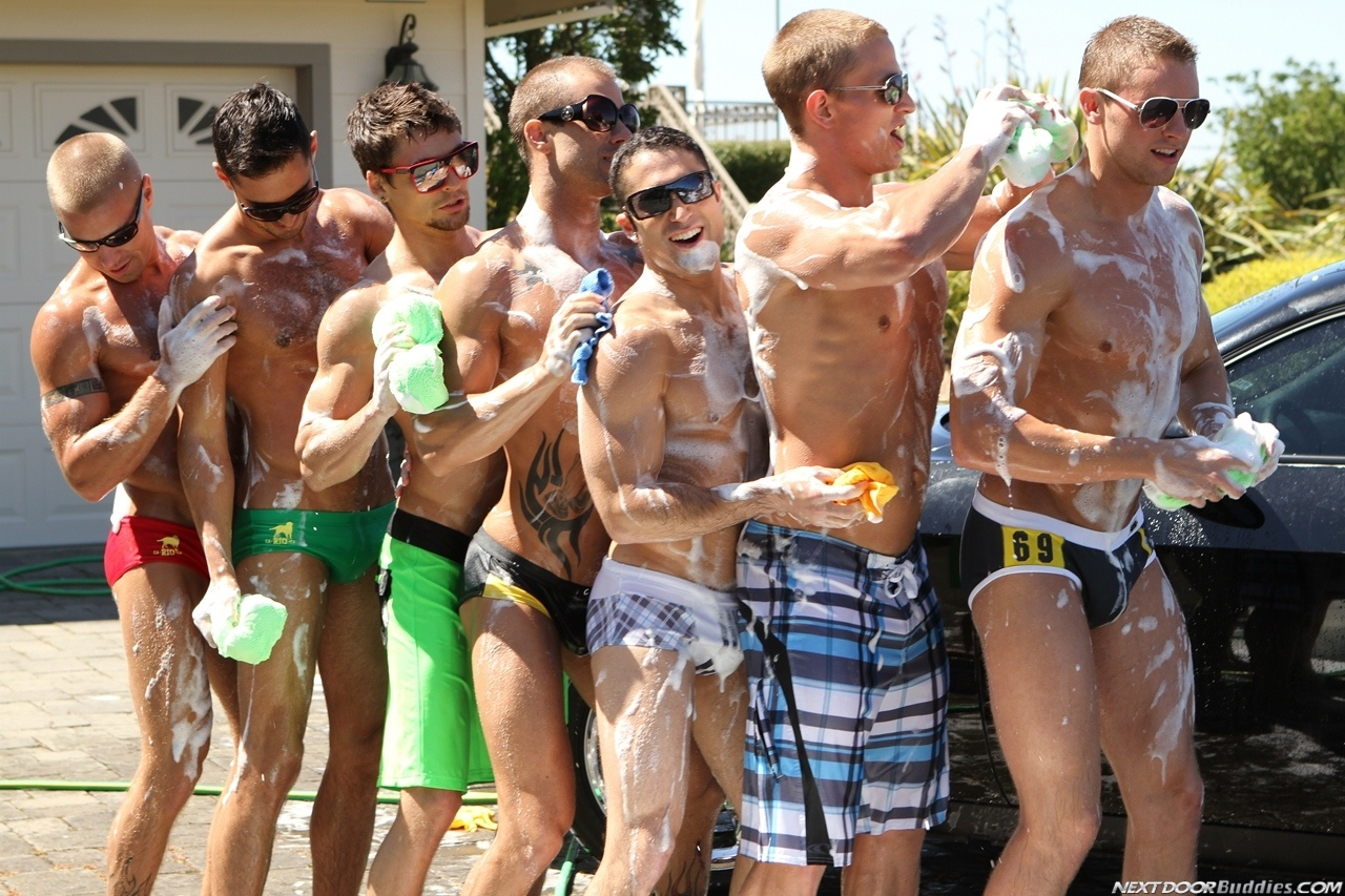 Marcus-Mojo-Brody-Wilder-Johnny-Torque-Rod-Daily-Donny-Wright-washing-a-car-in-Suds-Studs-Next-Door-Studios-62