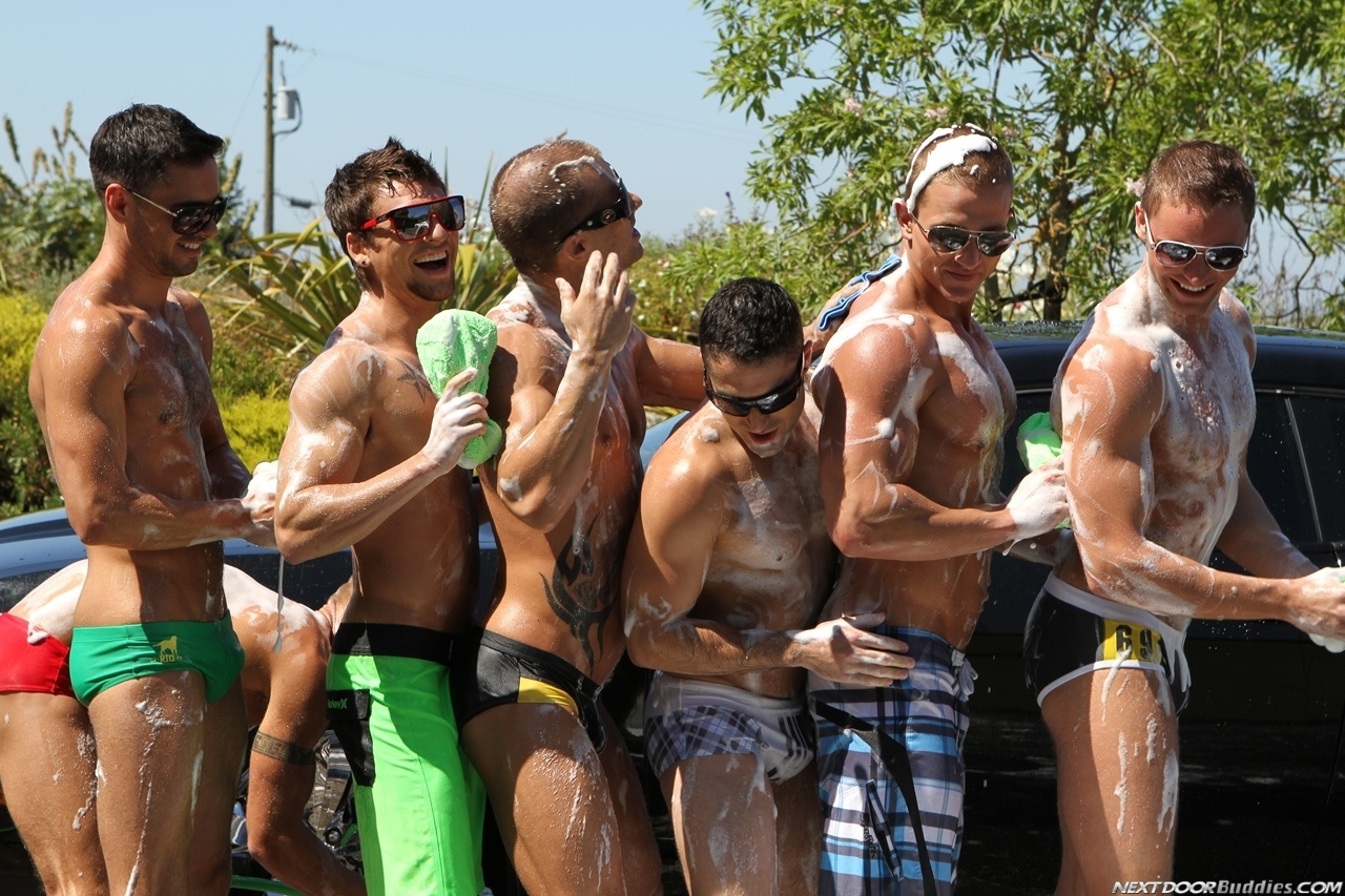 Marcus-Mojo-Brody-Wilder-Johnny-Torque-Rod-Daily-Donny-Wright-washing-a-car-in-Suds-Studs-Next-Door-Studios-64