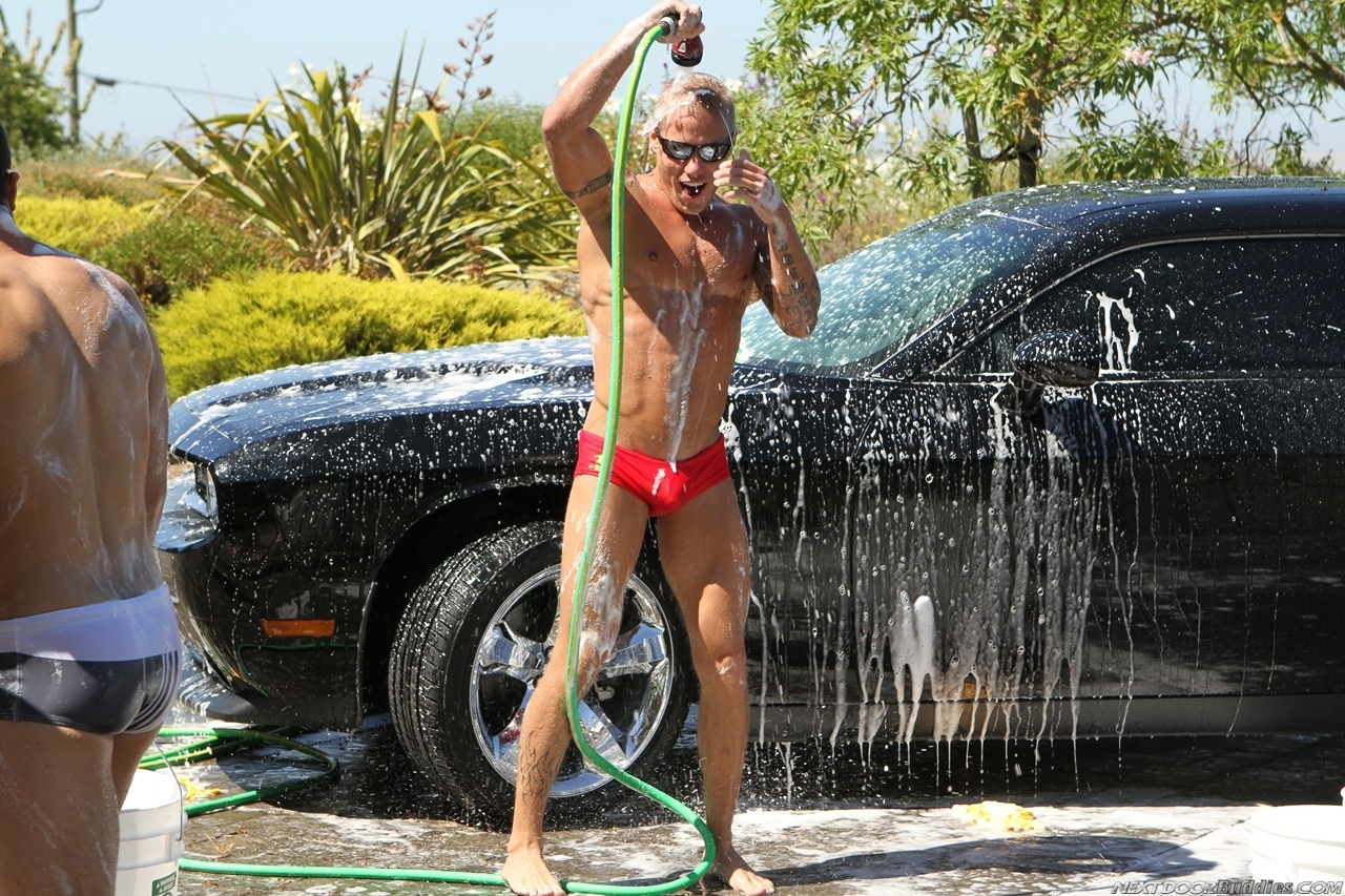 Marcus-Mojo-Brody-Wilder-Johnny-Torque-Rod-Daily-Donny-Wright-washing-a-car-in-Suds-Studs-Next-Door-Studios-65