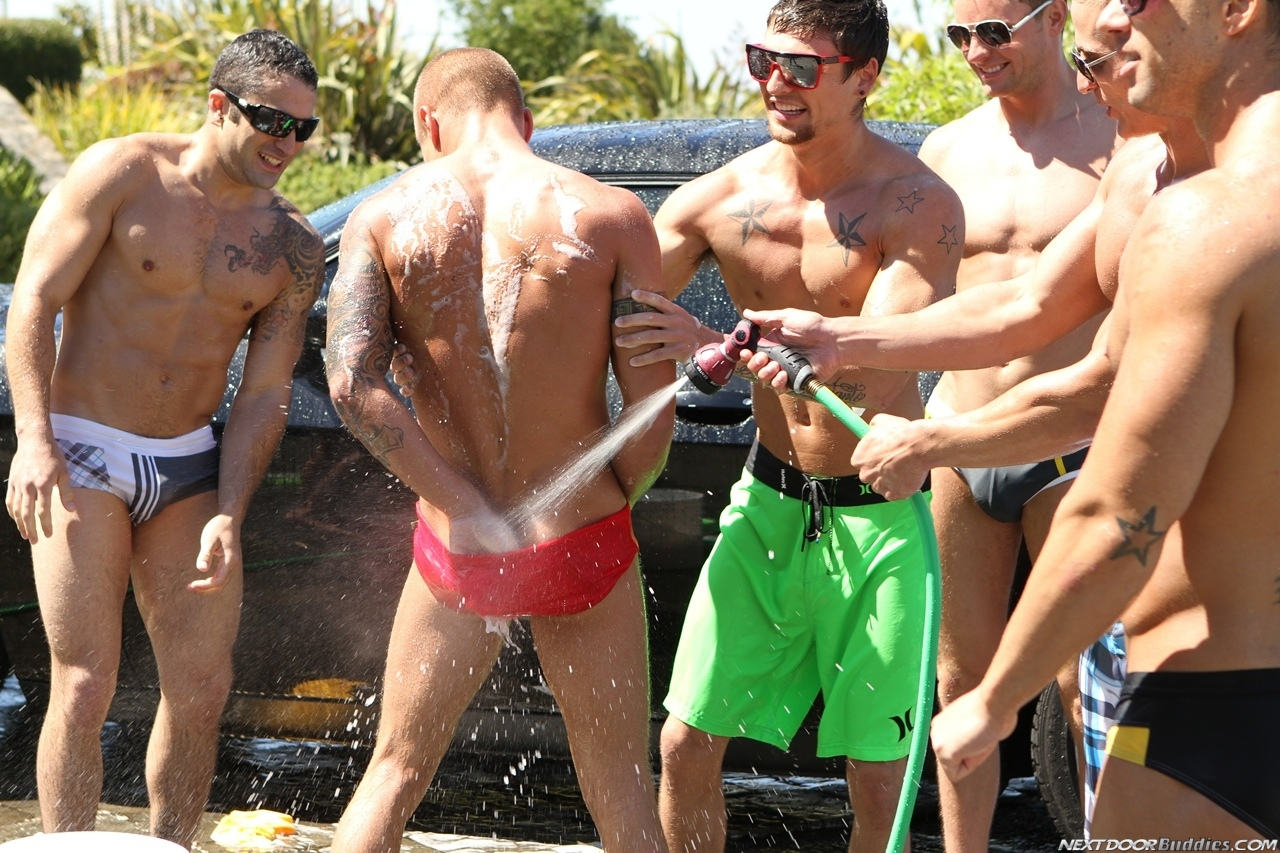 Marcus-Mojo-Brody-Wilder-Johnny-Torque-Rod-Daily-Donny-Wright-washing-a-car-in-Suds-Studs-Next-Door-Studios-68