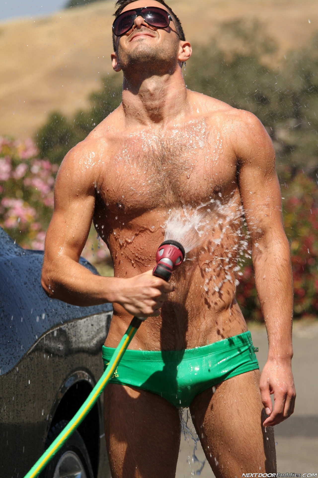 Marcus-Mojo-Brody-Wilder-Johnny-Torque-Rod-Daily-Donny-Wright-washing-a-car-in-Suds-Studs-Next-Door-Studios-72